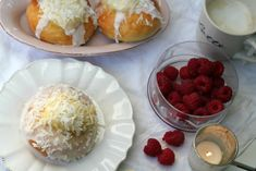 Passion 4 baking » Deluxe Vanilla Buns with Vanilla pastry cream and coconut