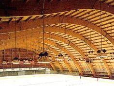 Arena structure using curved glue laminated timber