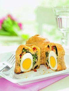 Versteckte Eier -  Pikante Gebäcke mit Blattspinat und Lachsfilet für den Brunch zu Ostern oder die Party