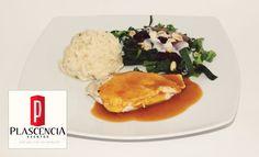 #Pechuga de #pollo rellena de #Queso #Manchego y #Tocino bañada en salsa de #mango y #chipotle. #AltaCocina www.eventosplascencia.com
