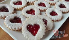 Fenomenální měkkoučké vánoční cukroví | NejRecept.cz Jelly Cookies, Linzer Cookies, Christmas Baking, Christmas Cookies, Macarons, Greek Chicken, How Sweet Eats, Winter Food, Relleno