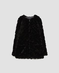 Esprit perfecto pour ce manteau aspect chiné. Zip devant, finition  contrastée sur le zip et les poignets. Col fausse fourrure amovible.    Pinterest 5af5bb6f5ad
