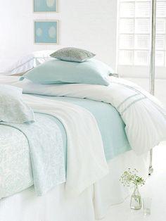 Soft seaside blues & bright whites, so inviting!