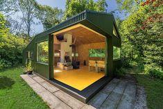 Tento malý zahradní domek poskytuje perfektní útočiště každému zahradníkovi | Dřevostavby, časopis o bydlení - DřevoStavby Modular Structure, Roof Structure, Utrecht, Temporary Housing, Kabine, Prefab, Building Materials, Studio, Sliding Doors