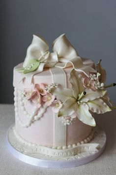 Gift Box Bouquet Anniversary Cake ~ Colin Cowie Weddings....delicate and pretty.   ᘡղᘠ
