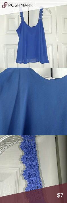 🎁 Decree royal blue cropped tank Cropped style tank. Patterned knit sytle straps. Did notice some strings on front, see second pic. Decree Tops Crop Tops