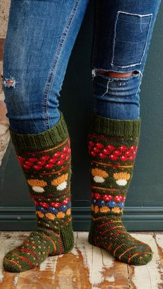 Wool Socks, Knitting Socks, Knitting Ideas, Leg Warmers, Chic Outfits, Mittens, Needlework, Knit Crochet, Sewing