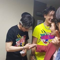 """""""It's so heartwarming to see the iKON boys being close to each other's families: - Donghyuk with Jiwon's mom - Hanbin with Jiwon's grandma - Yunhyeong with Jinhwan's noona - Donghyuk with Hanbyul We love a big, extended family. Kim Hanbin Ikon, Double B, Korean Boy Bands, Friends Mom, Kpop Boy, Bobby, Boy Groups, Indie, Songs"""
