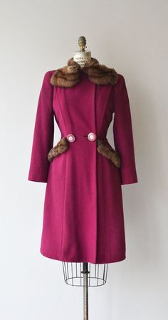 Vintage 1930s berry wool winter coat with pretty round fur collar, fur trimmed pockets, lovely fitted waist with large carved rose buttons and berry