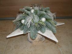 berkenpot met houten ster, daarop kersttakken en kerstdeco, 45 cm b. x 30 cm h