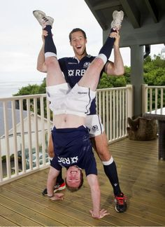 At the launch of the 2013 Scottish Rugby Strip, Tim Visser and Stuart Hogg. I love the Scottish Rugby team. Rugby League, Rugby Players, Scottish Rugby Team, Stuart Hogg, Rugby Games, International Rugby, Australian Football, Sport Motivation, Sport Man