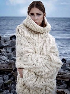 Via Vogue Russia Via Via U. Vogue, F/W 2015 Spencer Vladimir Related Post Long Haired Tyrolean Style Broken Stripes Handgestrickte Pullover, Looks Street Style, Knit Fashion, Classic Fashion, Curvy Fashion, Fashion Fashion, Fashion Online, Latest Fashion, Fashion Trends