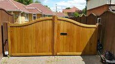 Resultado de imagen para wooden driveway gate