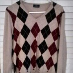 Brand new Brooks Brothers Argyle sweater This is a BB sweater made of %100 merino wool. It is light beige w/ Burgundy and chocolate with cream stripes argyle front. Back is solid light beige. Brand new, never worn! Brooks Brothers Sweaters V-Necks