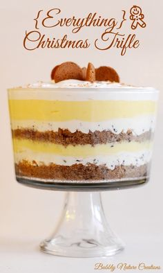 There is no need to stress about what to make for dessert this Christmas. These Christmas trifle recipes are here to save the day.Trifle is so easy to make and it always looks great - even with minimal effort. Köstliche Desserts, Christmas Desserts, Christmas Baking, Pudding Desserts, Plated Desserts, Christmas Dinner Dessert Ideas, Trifle Bowl Recipes, Christmas Dinners, Punch Bowl Cake