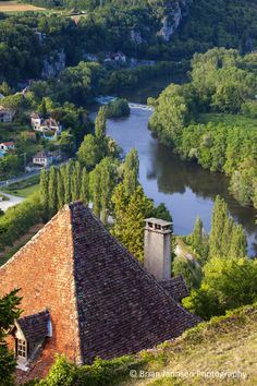 Saint-Cirq-Lapopie in the Lot Valley, Midi-Pyrenees, France. © Brian Jannsen Photography
