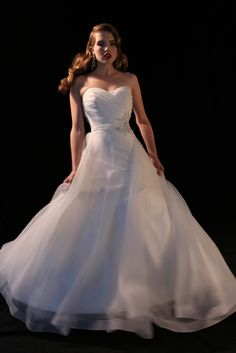Kleinfeld Bridal   Behind the Seams   Michelle Roth: 40s Inspired Photoshoot