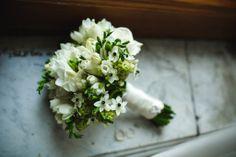 Великолепный свадебный букет из роз, орнитогалума, фрезии. Gorgeous wedding bouquets of Roses, Ornithogalum, Freesia. Wedding.decokit.ru Decokit.ru Мы принимаем заказы по Санкт-Петербургу на почту art@decokit.ru