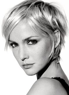 Cooler Pixie Cut in Blond !Alle aktuellen Trendfrisuren & Styles!