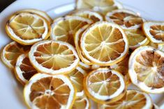 How to dry fruit without a dehydrator.great for making homemade Potpourri Dried Lemon, Fruit Slice, Dehydrator Recipes, Dehydrated Food, Dried Fruit, Food Gifts, Food Hacks, A Table, A Food