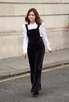 2017 Fall Outfit Ideas Inspired by Celebrities Street Style (Ferbena Magz) Overalls Fashion, Sweater Fashion, Jenna Coleman, Clara Oswald Clothes, Clara Oswald Outfits, Doctor Who, Winter Outfits, Summer Outfits