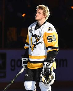 Penguins Mobile: NASHVILLE, TN - JUNE Jake Guentzel of the Pittsburgh Penguins looks on against the Nashville Predators in Game Three of the 2017 NHL Stanley Cup Final at Bridgestone Arena on June 2017 in Nashville, Tennessee. (Photo by Joe Sarg Pittsburgh Sports, Pittsburgh Penguins Hockey, Nhl Penguins, Baby Penguins, Pens Hockey, Ice Hockey Teams, Boston Bruins Hockey, Chicago Blackhawks, Jake Guentzel