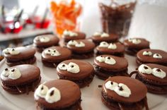Chèvre culinaire: Little Spider Macarons // Spinnenmacarons