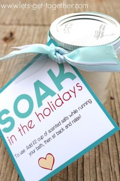 Bath Salts Neighbor Gift - so easy to make your own bath salts!! Instructions and this free printable tag!