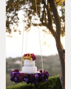 Hanging, Floating and Upside Down Wedding Cakes We Love ~  we ❤ this! moncheribridals.com