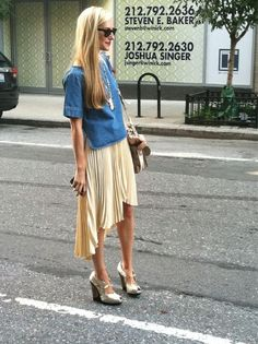 Look Of The Day: Chicness! That SKIRT! #fashion