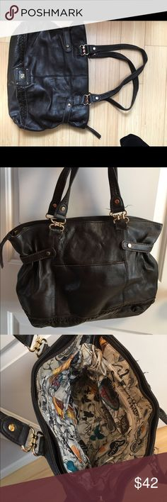 The Sak brown shoulder bag Shoulder bag good size for the daily use. Comes from a non smoker house. The Sak Bags Shoulder Bags