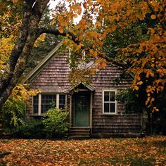 house, alternative, and architecture image of a large cabin Autumn Aesthetic, Cabins And Cottages, Decoration Design, Cozy Cottage, Cottage Style, Cozy Cabin, Cottage Living, Cabins In The Woods, Cottage In The Woods