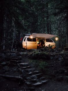 Into The Wild, Camping Places, Camping Life, Adventure Awaits, Adventure Travel, Nature Adventure, Beach House Style, Camping Sauvage, Kombi Home