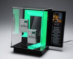 display para balcão em acrílico, com iluminação LED para a marca MARLBORO Pop Design, Display Design, Avon, Signage, Tumbler, Bookends, It Works, Retail Displays, Product Display
