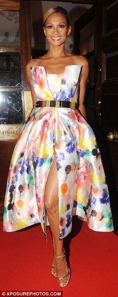 56b5d67dfea Alesha Dixon - Chic street fashion look inspiration Mode, Robes Midi, Robes  De Bal