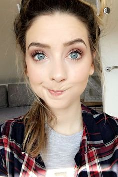 Hi! I'm Zoe. I'm 17 and single I just moved here from England. Say Ello?