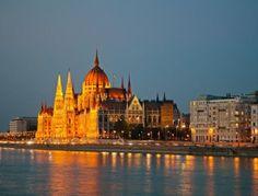 Budapest - Più di 300 i chilometri di piste ciclabili che attraversano la Capitale dell'Ungheria. Molti i luoghi dichiarati patrimonio dell'Unesco. Relax nel complesso termale più grande d'Europa.