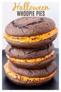 Halloween Whoopie Pies is a fun, festive dessert for the holidays! Decorate them… Halloween Whoopie Pies est un dessert amusant … Halloween Desserts, Fun Halloween Treats, Christmas Desserts, Halloween Ideas, Halloween Food For Adults, Spooky Treats, Halloween 2020, Halloween Cookies, Spooky Halloween