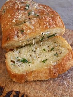 Gorgonzola a Garlic Bread. Ingredients: Long loaf of Italian Bread or long crusty rolls. cup butter cup Gorgonzola cheese 1 to 2 cloves garlic parsley salt pepper fresh grated Parmesan cheese Optional: Basil or Oregano Think Food, I Love Food, Good Food, Yummy Food, Bread Recipes, Cooking Recipes, Cooking Tips, Budget Cooking, Cooking Ham