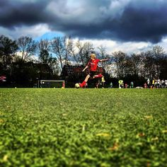 Schuss - unter den Blicken von #bullshittv #FussballMitBiss #Fußball #Fussball  #Sponsoring #prodente #trikotsponsoring #werbung #zähne #zahngesundheit #Spieltag #Aufstieg #Rückrunde #Aufstiegsrunde #Soccer #Football #matchday #match #prodente #Kunstrasen #U13 #DJugend #field #goal #whistle #kickoff