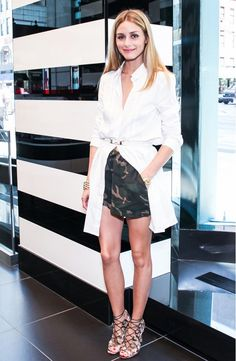 Olivia Palermo wore camo shorts with a while shirt for a fashionable daytime outfit. // #OutfitIdeas