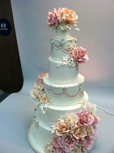 Christopher Garren-Romantic Floral cake