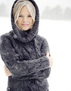 Ideas For Photography Girl Winter Sweaters Girl Senior Pictures, Senior Girls, Winter Senior Photography, Food Photography, Grey Hair Inspiration, Going Gray, Winter Sweaters, Chunky Sweaters, Ford Models
