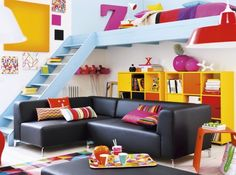 Keltainen talo rannalla: Väri-ideoita maanantaille