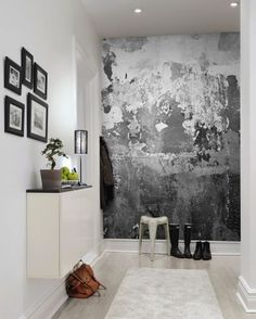 Black and white wallpaper in hallway варто спробувати barvy na zeď, interié Hallway Wallpaper, White Wallpaper, Charcoal Wallpaper, Bedroom Wallpaper, Grey Wallpaper Accent Wall, Stone Wallpaper, Wallpaper Murals, Wallpaper Online, Wallpaper Ideas
