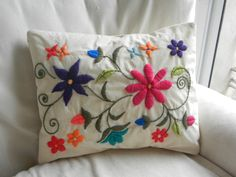 Pin by maria tenorio on cojines - cushions / pillows Hand Embroidery Designs, Diy Embroidery, Cross Stitch Embroidery, Embroidery Patterns, Mexican Embroidery, Embroidered Flowers, Pillow Design, Decorative Pillows, Needlework