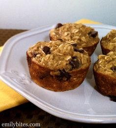 Emily Bites - Weight Watchers Friendly Recipes: Banana Chocolate Chip Baked Oatmeal Singles - Points+ 3