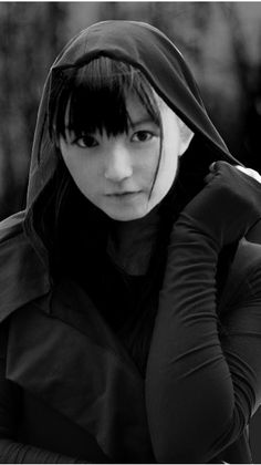 old photo su Screamo, Japanese Hairstyle, Heavy Metal Bands, Angel Eyes, Best Black, Black And White Pictures, New World Order, Japanese Girl, Pretty Pictures