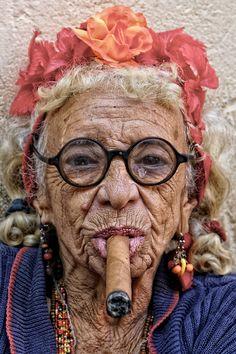 """roscoff-quotidien: """" Le tabac est mauvais pour votre peau de bébé. Superbe portrait """" Maria, Havana/By: Ray Cooper """" """""""