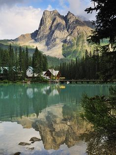 Emerald Lake in Yoho National Park, British Columbia, Canada.